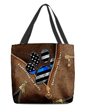 Supporting the paws All-over Tote front