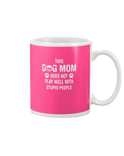 Pug-mom-play-well