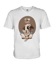 Vêtements Time for coffe pug V-Neck T-Shirt thumbnail