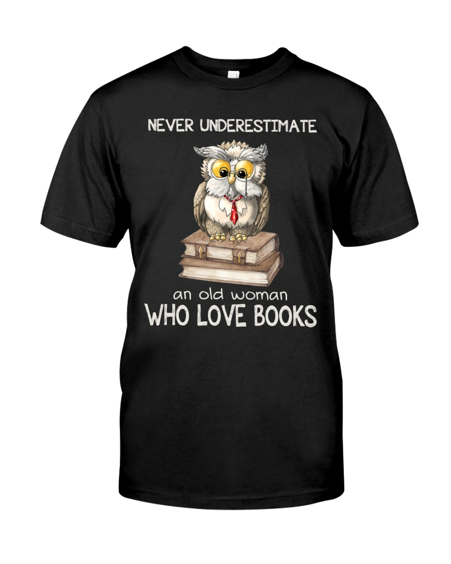 An Old Woman Who Love Books Classic T-Shirt