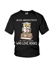 An Old Woman Who Love Books Youth T-Shirt thumbnail
