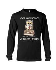 An Old Woman Who Love Books Long Sleeve Tee thumbnail