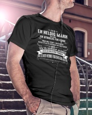 Gave til ektemann - Xiu Classic T-Shirt lifestyle-mens-crewneck-front-5
