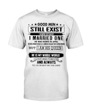 PERFECT GIFT FOR YOUR WIFE - K4 Classic T-Shirt front