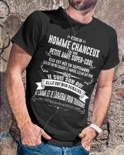 Veinard Avec Fille Merveilleuse - M09 Classic T-Shirt lifestyle-mens-crewneck-front-4