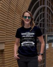 Soy una mujer mimada - Q08 Ladies T-Shirt lifestyle-women-crewneck-front-2