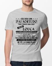 Obtenha o presente perfeito para o PAI - D Classic T-Shirt lifestyle-mens-crewneck-front-13
