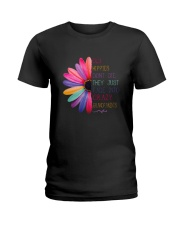 Old Hippies dont die  Ladies T-Shirt thumbnail