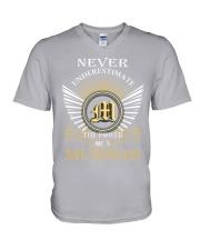 Never Underestimate MUNSON - Name Shirts V-Neck T-Shirt thumbnail