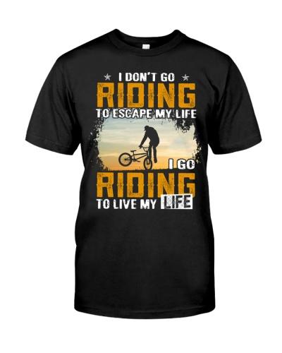 I GO RIDING TO LIVE MY LIFE