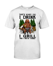 I Grill And I Know Things Classic T-Shirt thumbnail