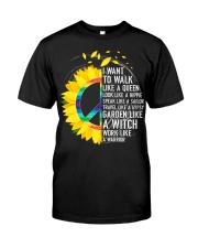 I want to walk like a queen Classic T-Shirt thumbnail