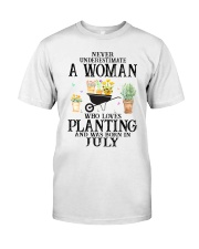 Never Underestimate A Women Who Loves Planting Classic T-Shirt front