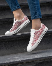 shoes Women's Low Top White Shoes aos-complex-women-white-low-shoes-lifestyle-06