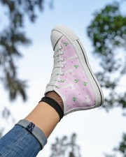 pinky alpaca Women's High Top White Shoes aos-complex-women-white-top-shoes-lifestyle-05