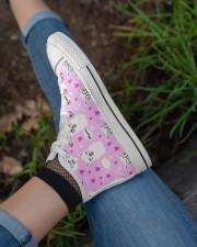 love alpaca Women's High Top White Shoes aos-complex-women-white-top-shoes-lifestyle-03