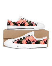 Shoes decorated with flowers Women's Low Top White Shoes inside-right-outside-right