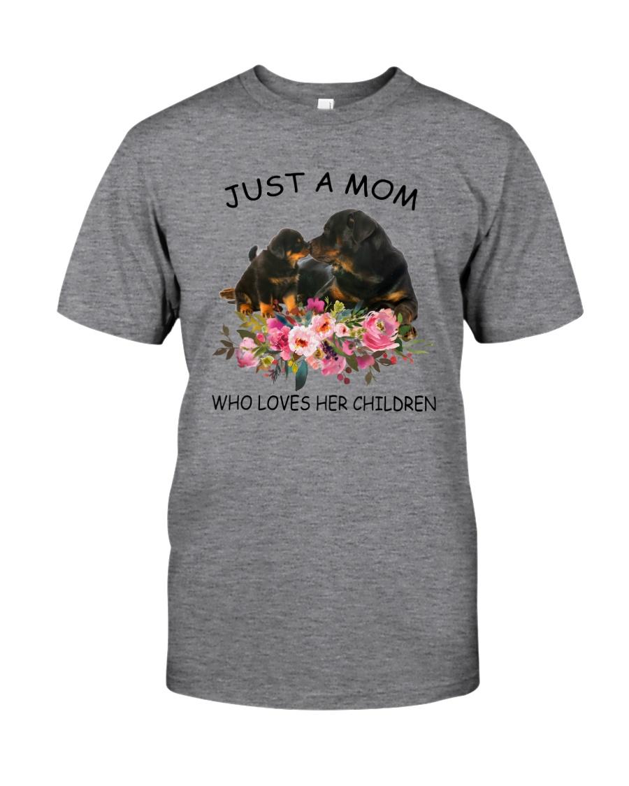 GAEA - Rottweiler Mom 1204 Classic T-Shirt