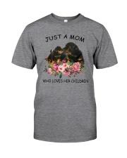 GAEA - Rottweiler Mom 1204 Classic T-Shirt front