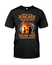 Teacher Mom who believed in her first Classic T-Shirt front