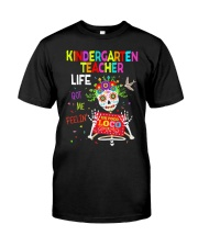 KINDERGARTEN TEACHER LIFE Classic T-Shirt front