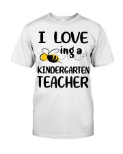 I Love being a kindergarten Teacher Classic T-Shirt front