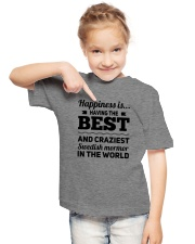 SWEDISH BEST MORMOR Youth T-Shirt lifestyle-youth-tshirt-front-2