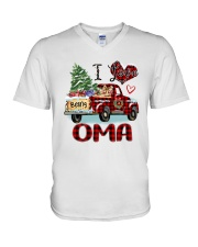 I love being a Oma truck red xmas V-Neck T-Shirt tile