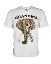 Grandma elephants V-Neck T-Shirt tile