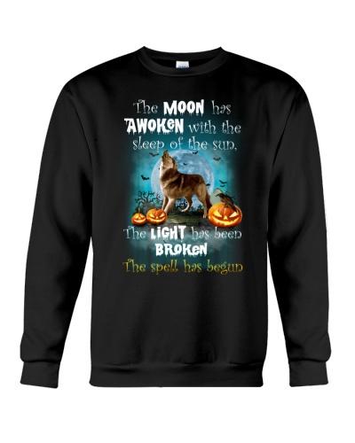 Wolf Howls Halloween
