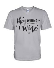 I Wine in black V-Neck T-Shirt front
