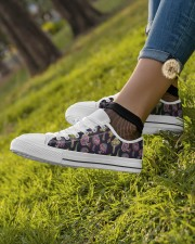 Mushroom Pattern Shoes Women's Low Top White Shoes aos-complex-women-white-low-shoes-lifestyle-04