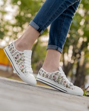 Mushroom Shoes Women's Low Top White Shoes aos-complex-women-white-low-shoes-lifestyle-08