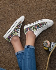Cocktail Gin Pattern Shoes Women's Low Top White Shoes aos-complex-women-white-low-shoes-lifestyle-02