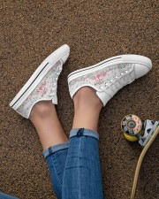 Flamingos Happy Together Women's Low Top White Shoes aos-complex-women-white-low-shoes-lifestyle-02