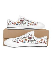 Mushroom Shoes Men's Low Top White Shoes inside-right-outside-right
