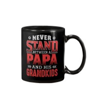 NEVER STAND BETWEEN A PAPA AND HIS GRANDKIDS Mug tile