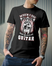 When i die bury me with my guitar Classic T-Shirt lifestyle-mens-crewneck-front-6