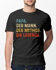 PAPA DER MANN DER MYTHOS DIE LEGENDE Classic T-Shirt lifestyle-mens-crewneck-front-13