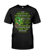 TO MY GORGEOUS IRISH WIFE I LOVE YOU Classic T-Shirt thumbnail