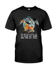 Scuba diving turtle into the ocean art Classic T-Shirt thumbnail