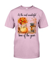 Pug dog love fall Classic T-Shirt front