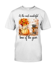 Pug dog love fall Classic T-Shirt tile