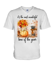 Pug dog love fall V-Neck T-Shirt thumbnail