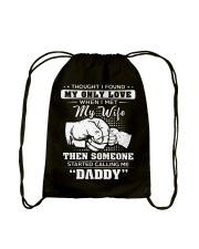 SOMEONE CALLED ME DADDY T-SHIRT Drawstring Bag thumbnail