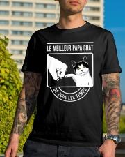 Cat shirt le meilleur papa chat Classic T-Shirt lifestyle-mens-crewneck-front-8