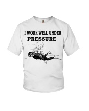 Scuba Diving i work well under pressure Youth T-Shirt thumbnail