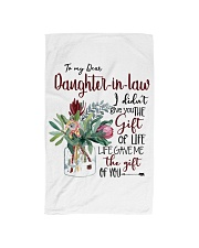 MOM TO DAUGHTER IN LAW Hand Towel tile