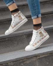 CAT FLOWER HIGH TOP Women's High Top White Shoes aos-complex-women-white-top-shoes-lifestyle-04