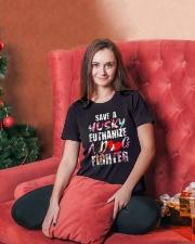 HUSKY SHIRT   Ladies T-Shirt lifestyle-holiday-womenscrewneck-front-2